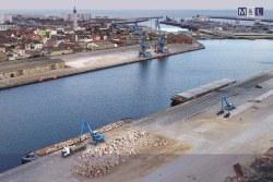 Chargement et déchargement de vrac sur le port de Calais